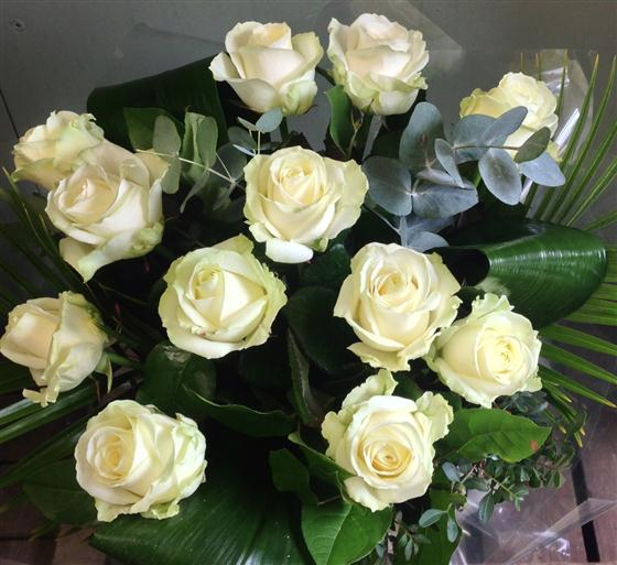 Twelve heavenly white roses flowers for you florist isle of wight twelve heavenly white roses mightylinksfo